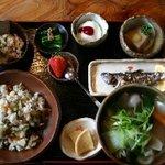 なごみ野 - 山菜めし定食です