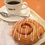 ドトールコーヒーショップ - シナモンロールとブレンドコーヒー