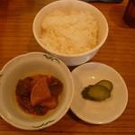 高島ラーメン - セットのライス・小鉢・漬物