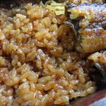 戸山うなぎ - とにもかくにも、せいろ蒸しって、香ばしい鰻味が乗り移ったご飯が美味しいですね。                             これをオカズに白ご飯が食べられる位(笑)。