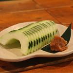 能登の夜市 - 加賀太きゅうり。さっぱり、でも、しっかりウリの味。箸休めに。