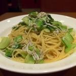 トラットリア ラ・スカルペッタ - しらす.アンチョビ.チンゲン菜のオイルスパゲティー