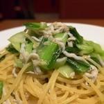 トラットリア ラ・スカルペッタ - しらす.アンチョビ.チンゲン菜のオイルスパゲティーアップ