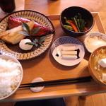 39309516 - 焼魚定食・デザートセット 1,500円(2015.3月)