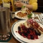 喫茶館 英国屋 神戸 - ベリーがたっぷり
