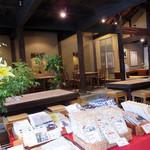 39312731 - 葛製品の販売コーナーとイートインスペースがあります。                       古民家カフェという感じに、素朴&オシャレにまとめてあります。