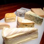 バー ボルシェ - チーズ各種
