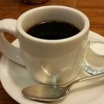 39318554 - ブレンドコーヒーとミルク。
