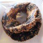 Bifokafe - 黒のドーナツ 110円