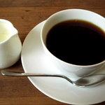 オアーゾ - コーヒーは広口のカップで出てきました