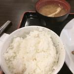 東京厨房 - 白米はやや硬めで美味しかった