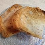 パン工房 いしがま - トーストしてカリッと焼目をつけます