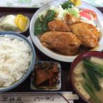 日進軒 - チキンソテー定食(1050円)