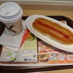 ファーストキッチン - モーニングセット(ホットドッグ+ダージリンティー)