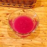 39328264 - 本当は紫の野菜ジュース。
