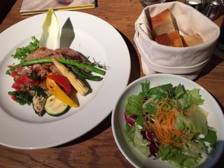 ブルーブックスカフェ 静岡 - スペシャルランチ、1400円+税。ドリンクも付きます。