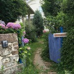 キッサ クローバー - 青い門扉が可愛い
