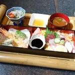 魚もん屋 - 2015年3月 ちらし寿司セット【1500円税込】お盆がでっかい!
