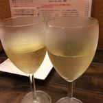 京都ダイナー - 白ワイン(550円)。