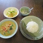 タニ キッチン - 鶏肉のグリーンカレー