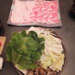 厳選島豚しゃぶしゃぶ、すき焼きせいりゅう - あぐー豚・野菜