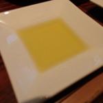 銀座フォワグラ - パン用のオリーブオイル