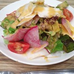 39338222 - 10種の野菜とゆで鶏の彩りサラダ