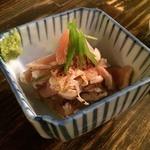 とりビアー 渋谷肉横丁店 - ビルの入口でもらった券で、とりわさサービス。