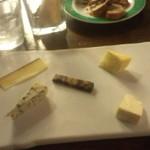 39343930 - チーズ盛り合わせ1580円