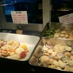 絹延橋うどん研究所 - 天麩羅、素焼きの野菜。