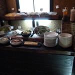 釜焼鳥本舗おやひなや - 食べ放題コーナー