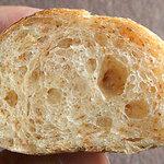 Pane e Trattoria Polvere - 全粒粉のパン、断面