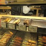 鶏三和 - 勿論お店には名古屋コーチンを使った素晴らしいお持ち帰り用の鶏料理も並びます