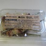 鶏三和 - この日はデパートの商品券をいただいたんで並んだ商品の中から夕食用の焼鳥をお持ち帰りしてみました。
