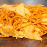 狸狸亭 - 絶妙なソースで絡ませて焼いた焼きそば!