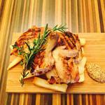 高田馬場1丁目バル ウルスラ - 丸鶏のぶつ切りグリル(ハーフ780円)