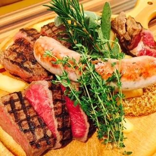 ウルスラ自家製の肉料理を多数ラインナップ!
