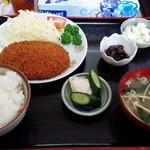 Yasukuniya - メンチカツ定食