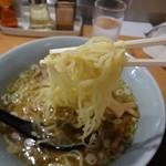 夢館 - 硬めの歯ごたえ中細麺