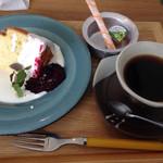 バーバーバーカフェ - 自家製シフォンケーキとコーヒーで850円