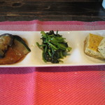 日々喜 - 最初にランチの前菜3種盛りが運ばれてきました、特に手作りのオムレツは美味しかったです。