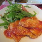日々喜 - メインの定食が運ばれてきます注文したポークチャップはサラダの緑とケチャップの赤がとっても色鮮やかですね。