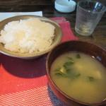 日々喜 - 御飯と味噌汁も登場です、私が男性だからかご飯はやや多め。