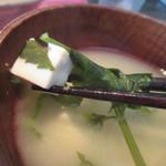 日々喜 - お味噌汁は青菜と豆腐のヘルシーなお味噌汁。