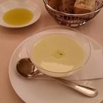 39375294 - ランチpranzoC 前菜: そら豆の冷製ポタージュ