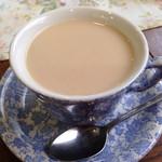 Aunty - 最後は ミルクティーより 7割ミルクになっちゃいました ε-(´∀`; )