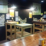 日本酒大衆酒場 地酒蔵大阪 - 木の温もりが感じれるアットホームな空間です。