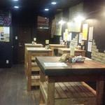 日本酒大衆酒場 地酒蔵大阪 - 最大30名の立ち飲みスペース。