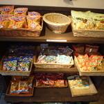 焼肉太郎 - 駄菓子コーナー