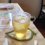 フラワリッシュ - ドリンクもオーガニック 数種類から選べます。                             これは、アップルジュース